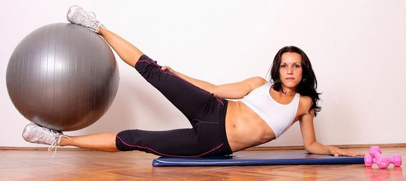 убрать подкожный жир с живота женщине