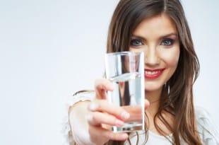 Как правильно пить воду, чтобы похудеть?