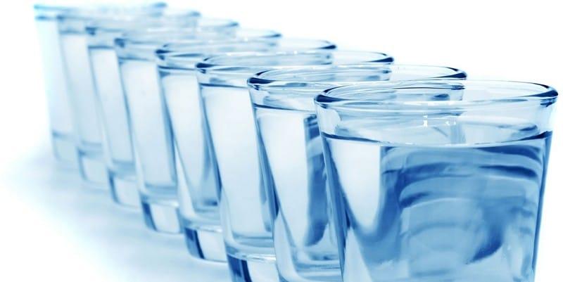 Разгрузочный день на воде с лимоном, медом, чаем или яблоками