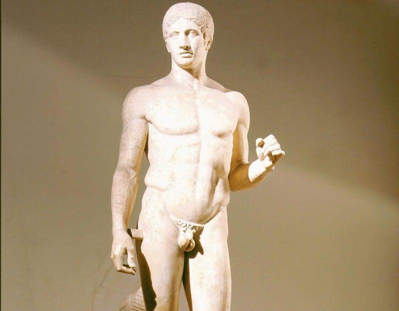 статуя Дорифор