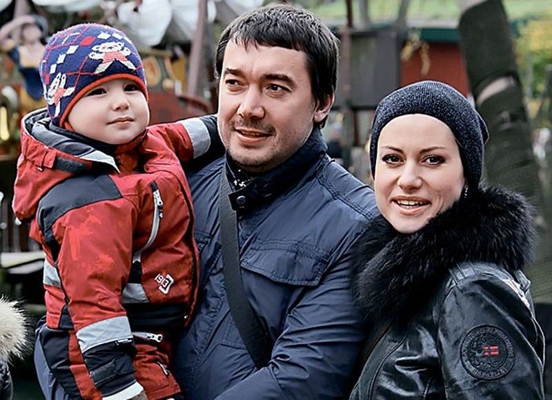 Анна ковальчук фото с мужем и детьми
